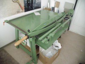 4.Schneidetisch / Pappschere (Viktor, grün) Elmar Kumetat Schimanek-Maschine, Mönchengladbach Typ 157/130 9 27327