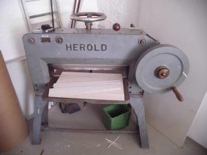 5.Alte Papierpresse / Schneidemaschine HEROLD –Wilhelm Leo´s Nachfolger Stuttgart – Buchbindereimaschinen Nr. 7286