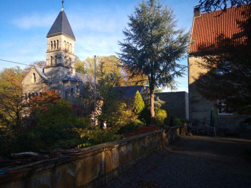"""Lage der """"Schatzkammer"""" zwischen Kapelle und Herrenhaus"""