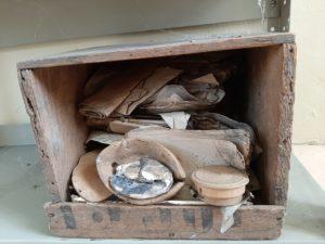 staubiger Archivkasten