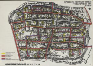 """Plan der Lemgoer Innenstadt aus der Broschüre """"Sanierung Altstadt Lemgo – Ein Vorschlag zur Sanierung"""" des Büros Deilmann (Folie der abzureißenden Bausubstanz und darunter mit der vorgeschlagenen Neubebauung 1971)"""